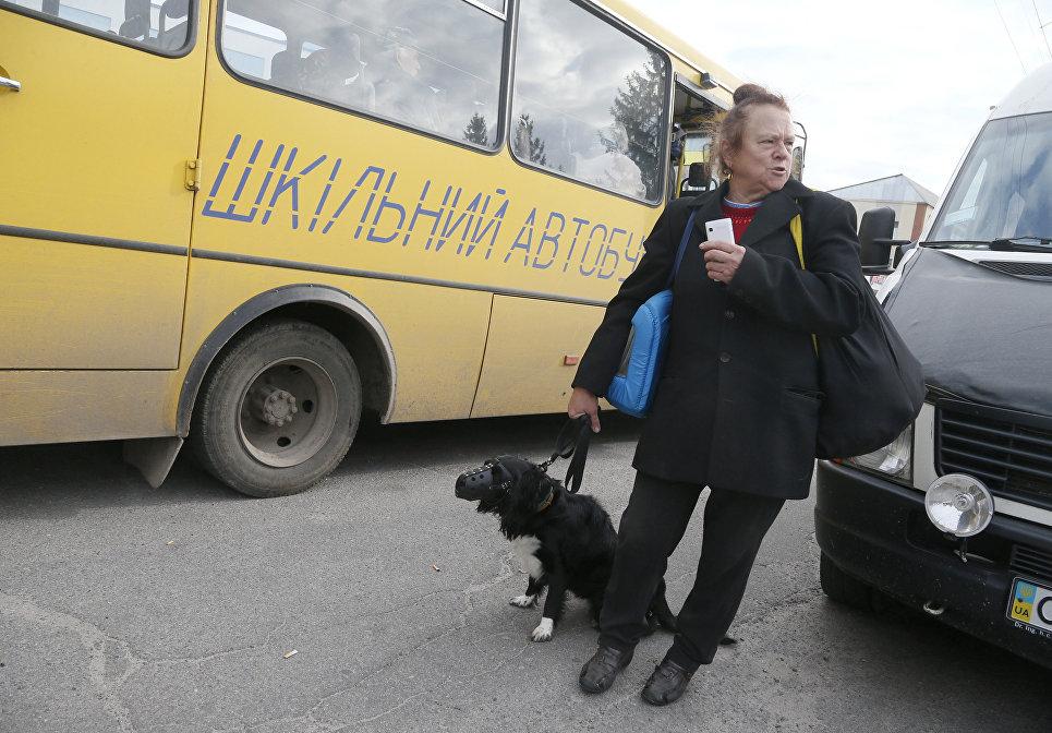 Во время эвакуации населения в городе Калиновка в 20 км от места взрыва боеприпасов. 27 сентября 2017