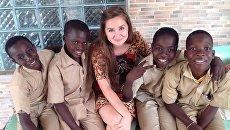 Алина Шенфельдт с детьми из школы в Кот-д'Ивуаре. Архивное фото