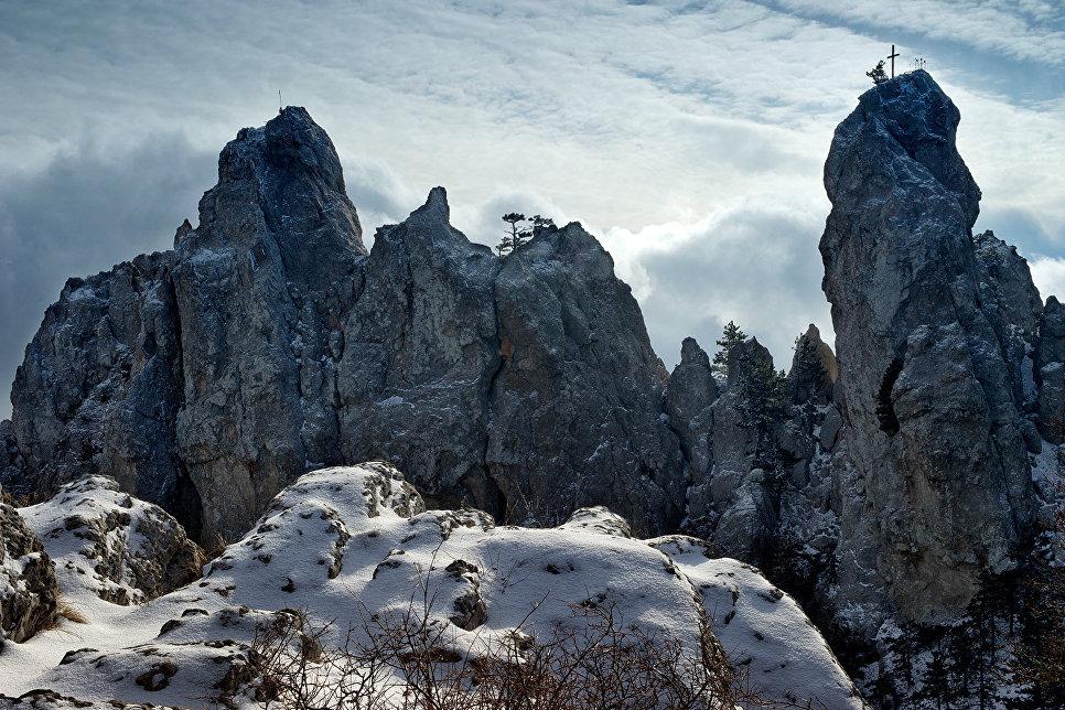 Зубцы вершины горы Ай-Петри в Крыму.