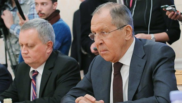 Лавров выразил Тилерсону протест в связи со срыванием флагов с дипобъектов