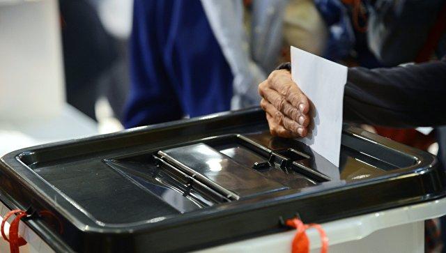 Избирательная урна. Архивное фото