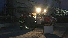 Сотрудники пожарной службы у здания Якутской ГРЭС. 1 октября 2017