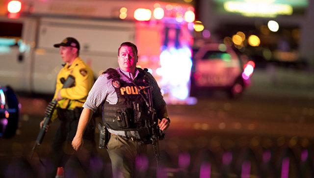 Полиция на месте стрельбы у казино Mandalay Bay в Лас-Вегасе. Архивное фото