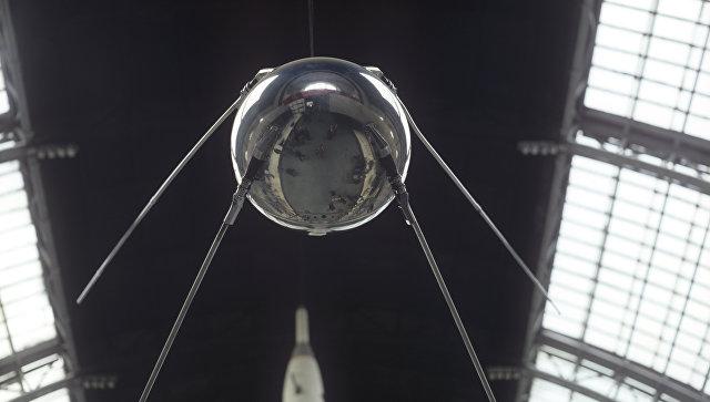 Макет первого советского искусственного спутника Земли, запущенного 4 октября 1957 года