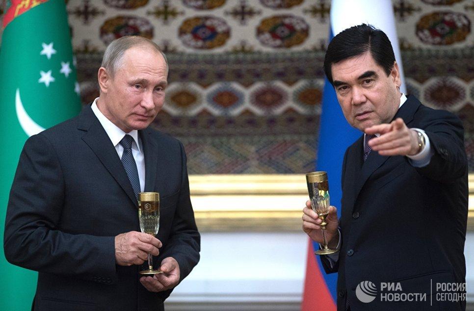 Владимир Путин и президент Туркмении Гурбангулы Бердымухамедов на церемонии подписания совместных документов по итогам переговоров в Ашхабаде. 2 октября 2017