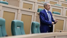 Андрей Климов перед началом заседания Совета Федерации России. Архивное фото