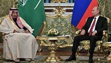 Президент РФ Владимир Путин и король Саудовской Аравии Сальман Бен Абдель Азиз Аль Сауд во время встречи. 5 октября 2017