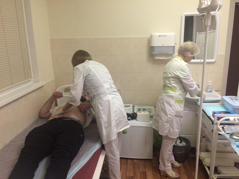 Бой репортера идебошира отложили из-за госпитализации одного участника
