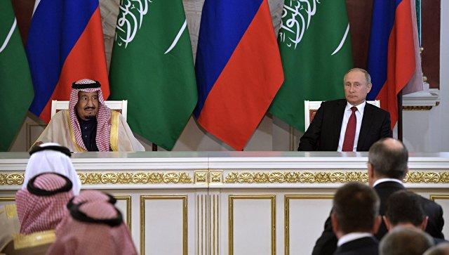 Президент РФ Владимир Путин и король Саудовской Аравии Сальман Бен Абдель Азиз Аль Сауд во время пресс-конференции после российско-саудовских переговоров. 5 октября 2017