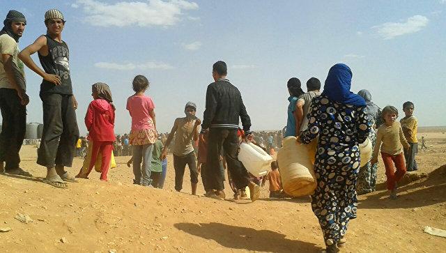 Сирийские беженцы в лагере Рукбан. Архивное фото