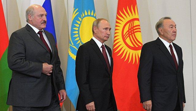 Президенты России, Белоруссии и Казахстана Владимир Путин, Александр Лукашенко и Нурсултан Назарбаев. Архивное фото