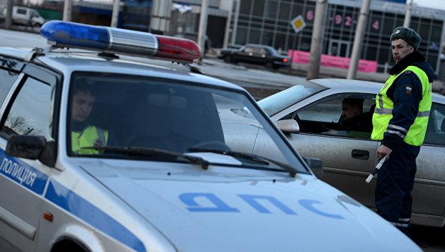 Работа сотрудников дорожно-патрульной службы ГИБДД. Архивное фото
