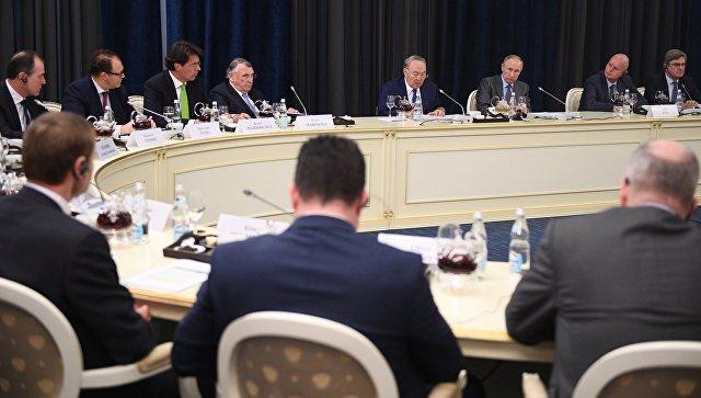 Президент РФ Владимир Путин во время встречи с представителями деловых кругов Германии. 12 октября 2017