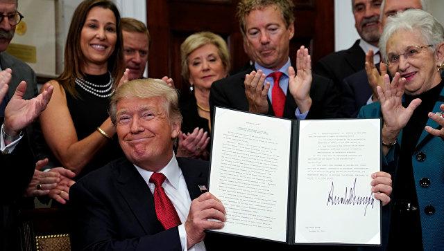 Трамп подписал указ, который сворачивает Obamacare