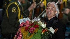 Оперный певец Дмитрий Хворостовский выступает на концерте в Зеленом театре ВДНХ с программой Песни военных лет
