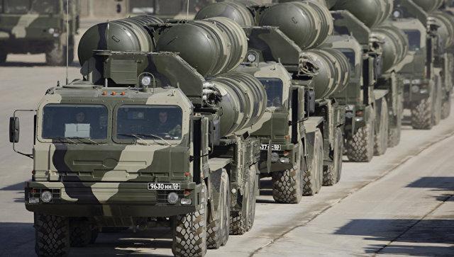 Пусковые установки ЗРК С-400. Архивное фото