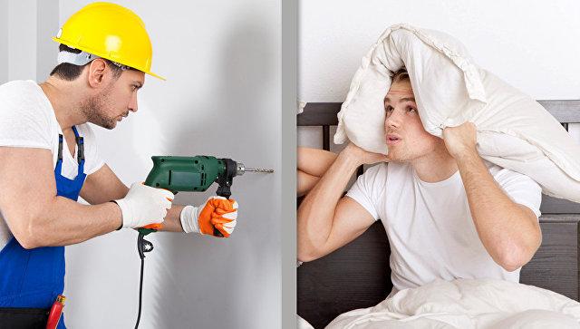 Человек, занимающийся ремонтом и его сосед