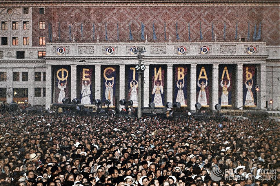 Открытие VI Всемирного Фестиваля молодежи и студентов в Москве 28 июля 1957 года
