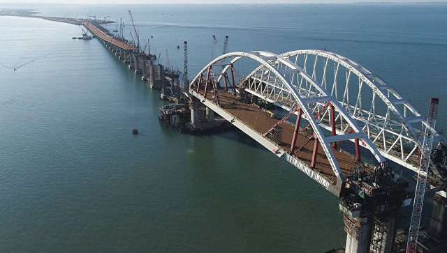 В Крыму установили все опоры автодорожной части моста