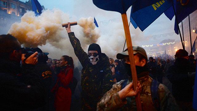 Крещатик в дыму: украинские нацисты прошли маршем