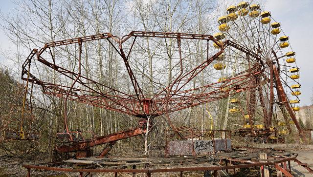 Аттракционы в заброшенном парке на территории зоны отчуждения Чернобыльской АЭС. Архивное фото