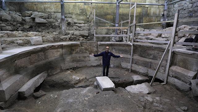 Во время раскопок древнего театра в центре Иерусалима. 16 октября 2017
