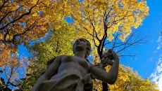 Статуя в Летнем саду в Санкт-Петербурге. Архивное фото