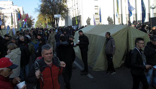 Колонна участников протеста вКиеве двинулась отРады кадминистрации президента