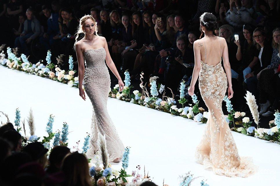 Школьница изУлан-Удэ представила свою коллекцию на Мерседес Бенс Fashion Week Russia