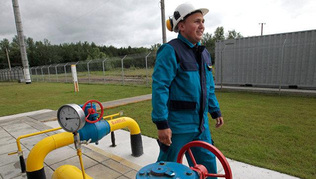Рабочий на газокомпрессорной станции в Полтавской области Украины