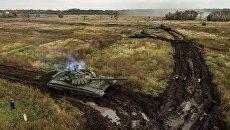 Танки Т-72Б3 во время полевых занятий танковых подразделений мотострелкового соединения Южного военного округа. Архивное фото