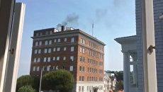 Дым над консульством России в Сан-Франциско в день отъезда сотрудников