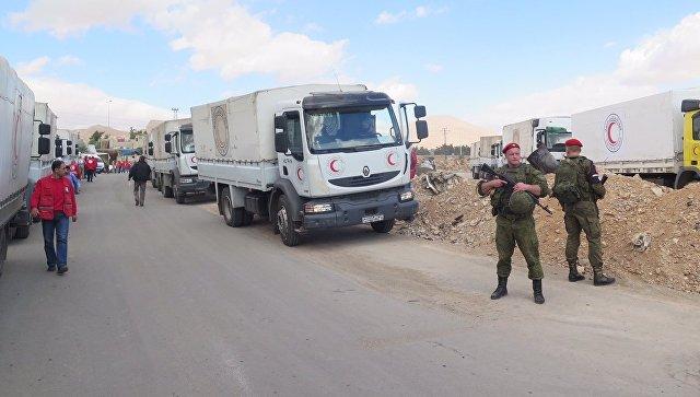 Российские военные обеспечивают беспрепятственный проход гумпомощи ООН в пригород Дамаска, Сирия. Архивное фото