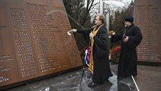 Священнослужители на открытии мемориала Сад памяти погибшим в авиакатастрофе над Синаем на Румболовской горе в Ленинградской области. 31 октября 2017