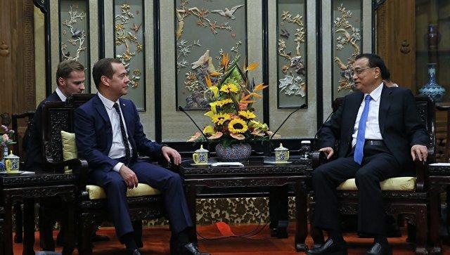 ЛиКэцян Медведеву: «Ваш визит демонстрирует близость Российской Федерации иКитая»