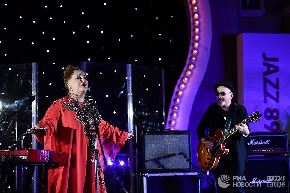 Грузинская певица Нино Катамадзе выступает на церемонии вручения премии радио JAZZ 89.1 FM Все цвета джаза - 2017