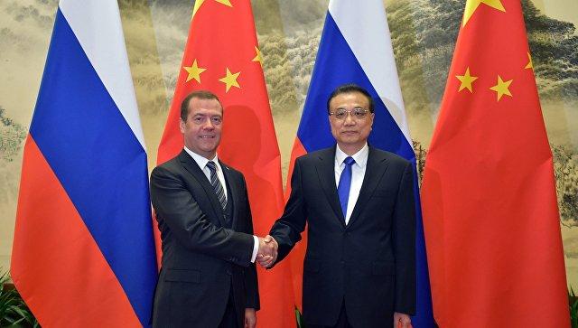 Медведев вручил членам руководства Китая ордена Дружбы