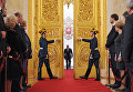 Избранный президент РФ Владимир Путин входит в Андреевский зал Большого Кремлевского дворца во время церемонии инаугурации. 7 мая 2012