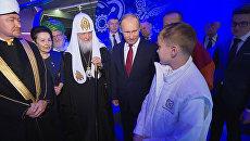 Путин пообщался с юным изобретателем и осмотрел экспонаты на выставке в Манеже
