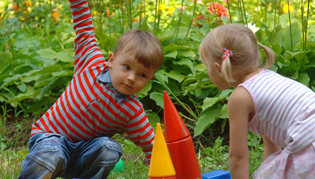 Дети играют в Нескучном саду