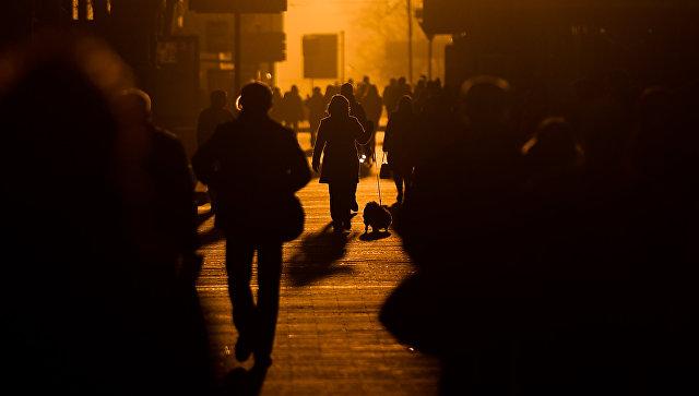 Прохожие на улице Москвы