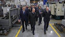 Владимир Путин во время общения с рабочими Челябинского компрессорного завода (ЧКЗ). 9 ноября 2017