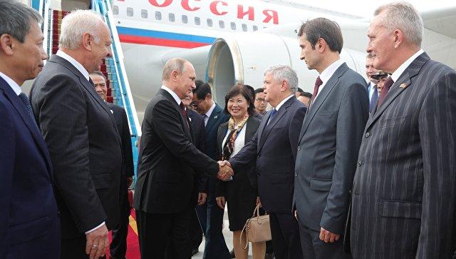 Владимир Путин прибыл во Вьетнам на саммит АТЭС
