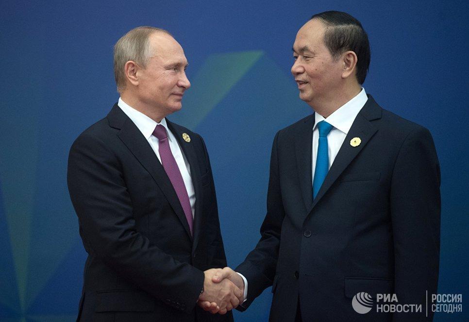 Президент РФ Владимир Путин и президент Вьетнама Чан Дай Куанг на саммите АТЭС. 10 ноября 2017