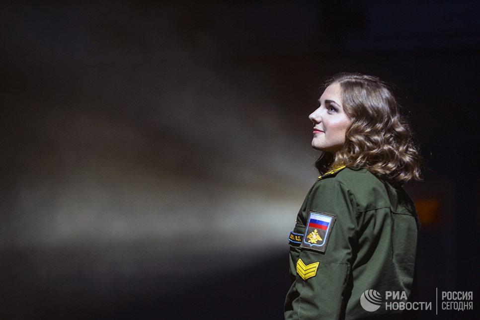 Выступление участницы на конкурсе красоты Краса и честь Санкт-Петербурга