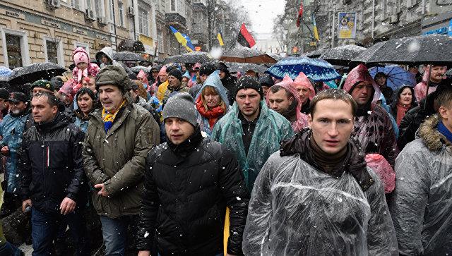 Экс-президент Грузии, экс-губернатор Одесской области Михаил Саакашвили во время марша своих сторонников в центре Киева. 12 ноября 2017