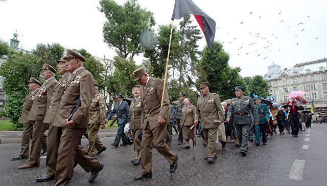 Ветераны Украинской повстанческой армии (ОУН-УПА) во время марша в день Праздника Героев во Львове. Архивное фото
