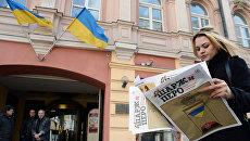 Возле здания Украинского культурного центра на Старом Арбате