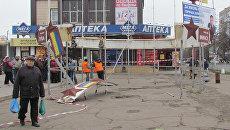 Демонтаж памятника городам-героям Великой Отечественной войны в Мариуполе, Украина. 15 ноября 2017