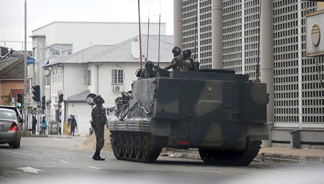 Военная техника в столице Зимбабве Хараре. 16 ноября 2017